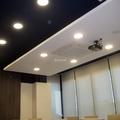 Instalaciones en sala de juntas de oficina
