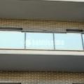 Balcon de hierro y cristal