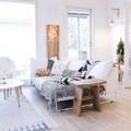 mesa de madera para salón luminoso