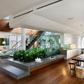 salón con escaleras