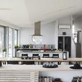 cocina moderna en tonos blancos