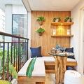 balcón con estantes