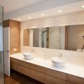 baño blanco madera diseño