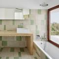 Baño con alicatado cerámico