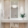 baño con espejo vertical