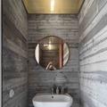 baño con falso techo de policarbonato