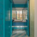 Baño con lavamanos visto
