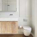 baño con paredes de gresite