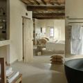 Baño muy cálido de piedra