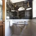 baño vintage con pizarra