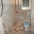 bany abans de fer parets noves, tambe es canvia la finestra