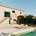 Casa de piedra con piscina