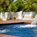 cascadas en piscina