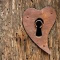 cerradura con forma de corazón