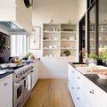 Cocina amplia con dos zonas de trabajo