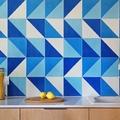 cocina con alicatado de color