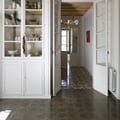 cocina con armarios clásicos