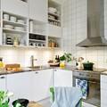 cocina con estanterías abiertas