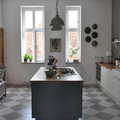 cocina con pared gris