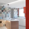Cocina con paredes de mosaicos