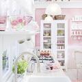 cocina con paredes en rosa pastel