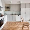 Cocina con suelo de madera