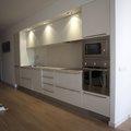 Cocina integrada en mueble distribuidor