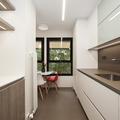 Cocina moderna con una pequeña zona de comedor | Sincro