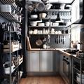 Cocina industrial con cacerola