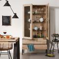 comedor con muebles de madera de estilo industrial
