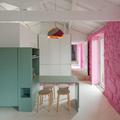 Comedor en verde y pared rosa