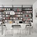 Comedor y estudio con pared de estantería