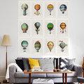 composición de cuadros en la pared del sofá