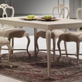 Convierte tu salón en un Versalles en miniatura con este modelo de sillas