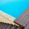 Detalle de piscina y escaleras