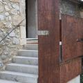 Detalle escalera acceso.