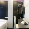 Detalle estudio y vestidor de habitación