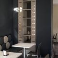 Detalle iluminación y banco