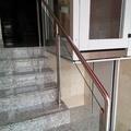 detalle salva escaleras y barandilla