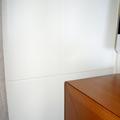 Detalles forro de pared lacado y mesa en norte viejo