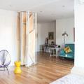 Dormitorio abierto con biombo