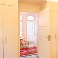 Dormitorio con luminaria indirecta