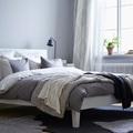 Dormitorio con mantas y nórdico
