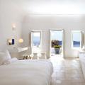 Dormitorio con salida al mar