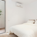Dormitorio de invitados con salida a la terraza