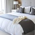 dormitorio en tono grises