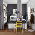 Dormitorio gris con complemento amarillo