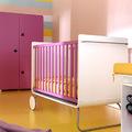 dormitorio infantil rosa y amarillo