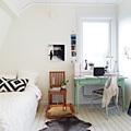 Dormitorio nórdico con escritorio