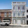 Edificio de viviendas de fachada clásica